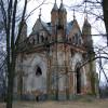 Smutek kaplicy rodowej Orzeszków w Zakozielu
