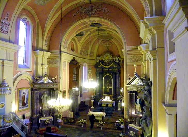 Wnętrze kościoła pw. Świętej Trójcy w Różanie. Fot. E.Lickiewicz
