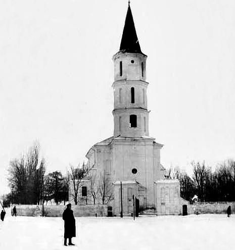 Kościół pw. Świętej Trójcy w Różanie w okresie międzywojennym
