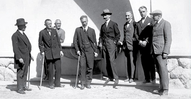 Otwarcie Nowych Łazienek w Krynicy-Zdroju (1926). Czwarty z prawej - Kazimierz Młodzianowski