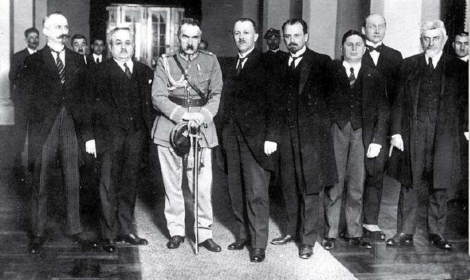 Zaprzysiężenie gabinetu Kazimierza Bartla. Pierwszy z lewej Minister Spraw Wewnętrznych Kazimierz Młodzianowski