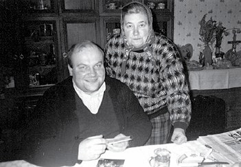 Ksiądz proboszcz Walenty Nowak z mamą Kazimierą