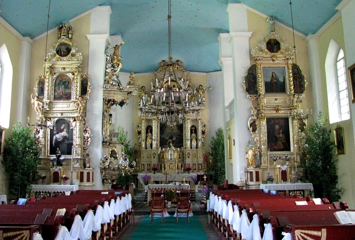 Barokowe ołtarze w kościele Przemienienia Pańskiego w Nowej Myszy