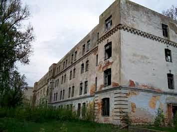 Koszary z końca XIX w. (nie istnieją, wyburzone). Fotografia z 2010 r.