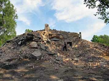 Wyburzenie XIX-wiecznych koszar. Fotografia z 2012 r.