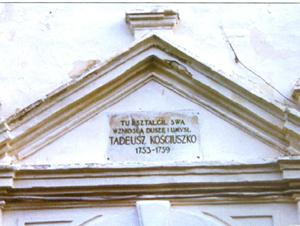 Tablica pamiątkowa nad bramą kolegium Pijarów w Lubieszowie (stan obecny) Fot. Google, Panoramio