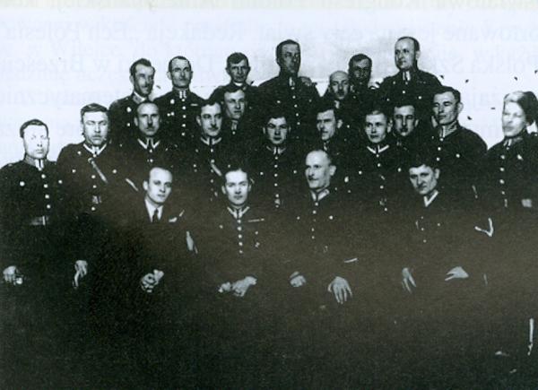 Zdjęcie zrobione 24.02.1934 r. na zdjęciu prawdopodobnie posterunek kolejowy w Brześciu n/B. Podpisał zdjęcie Malinowski