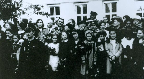 Zdjęcie zrobione 23.09.1938 r. w Brześciu, przy ul. unii Lubelskiej podczas pełnienia przeze mnie służby w czasie spotkania przez społeczeństwo wojska wracającego z manewrów. Podpisał foto Malinowski