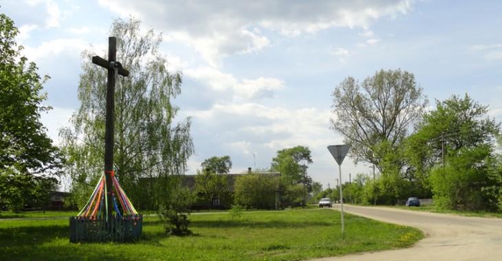 """Dzielnica """"Księży"""" we wsi Starowola – tutaj urodził się i wychował przyszły biskup K.Wielikosielec; w czasach prześladowania religii w ZSRR w domku jego rodziców miejscowi katolicy w niedzieli i święta zbierali się na modlitwę."""