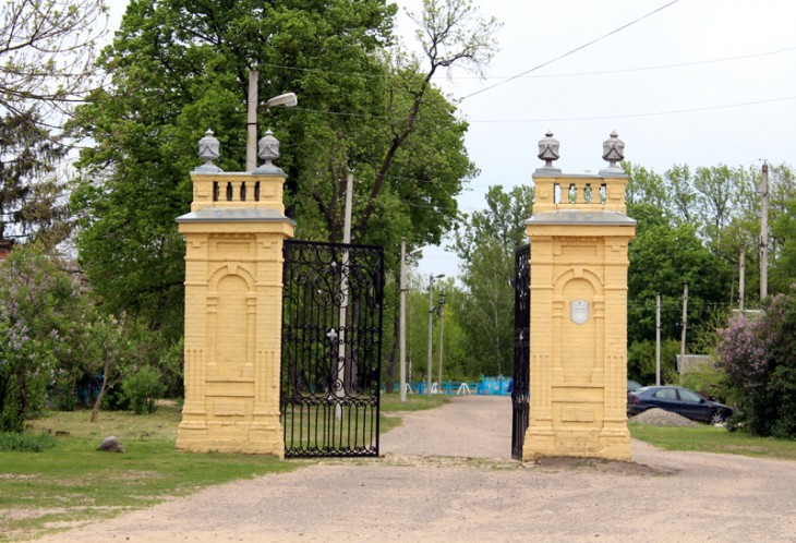 Odrestaurowana brama