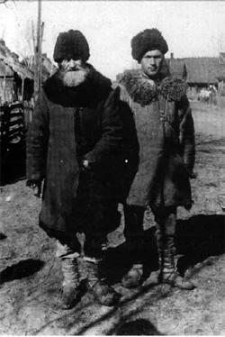 Poleszuki – dwa pokolenia (fot. J. Szymańczyk, lata 30., ze zb. J. Szymańczyka)