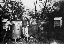 Pasieka Majczuków w Bohdziukach. 1936 r. Z archiwum E.Trzeciaka.