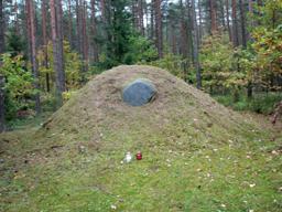 Kamień upamiętniający bitwę Powstańców 9.07.1963 r. (2)