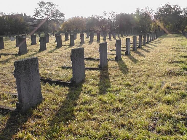 Cmentarz wymaga rekonstrukcji oraz wykonania dobrego ogrodzenia
