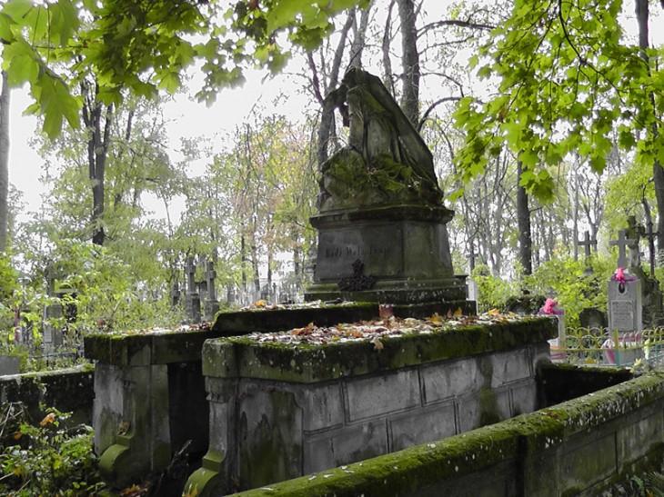 Cmentarz polski za torami