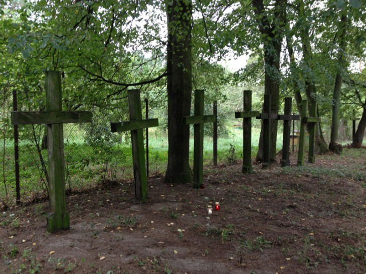 groby polskich oficerow zamordowanych w Tomaszowce we wrzesniu 1939 r