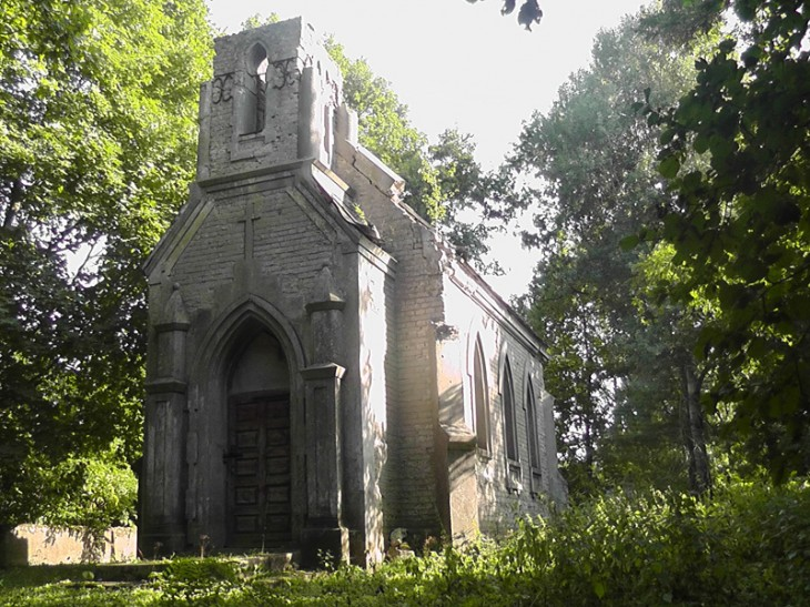 Ruiny kaplicy rodowej Tołłoczków