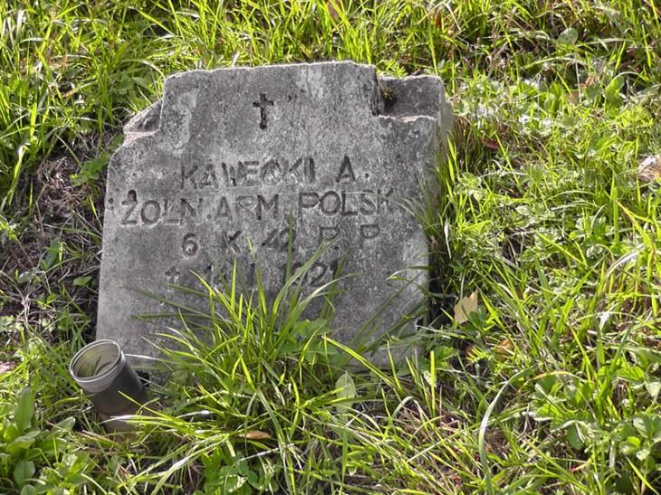 Grób A.Kaweckiego, żołnierza wojny polsko-bolszewickiej, cmentarz komunalny przy ul. Spokojnej