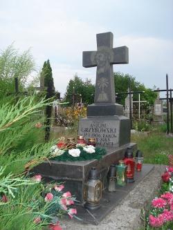 Grób ks. Antoniego Grzybowskiego