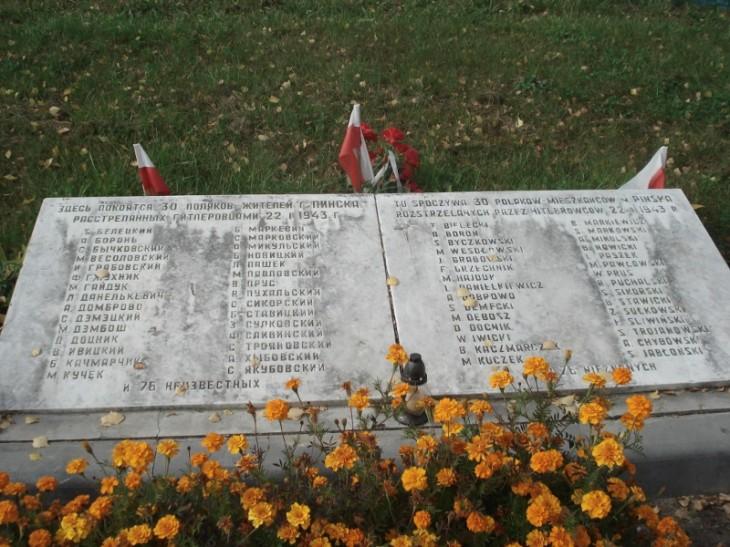Tablica upamiętniająca Polaków zabitych w odwecie za akcję Ponurego