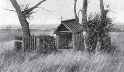 "Kaplica-studnia – tzw. świata studenka (fot. ""Polesie"", F.A. Ossendowski, s. 145)"