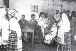 Wesele poleskie – rozplatania włosów (fot. J. Szymańczyk, 1938 r.)