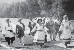 Weselni goście. Wieś Strygiń (fot. J. Szymańczyk, 1939 r., ze zb. J. Szymańczyka)