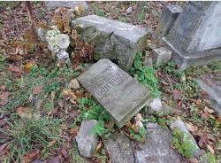 Nowe ślady zniszczeń, zauważone przez Igora Sołowieja w Dniu Zadusznym 1 listopada 2012 r.