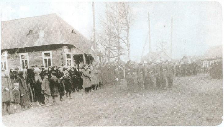 8. Oddziały obrony mieszkań¬ców Hancewicz - 1938. Foto: Aleksander Tumilowicz.