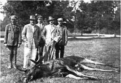 W pierwszym rzędzie od lewej – Karol Radziwił, Hieronim Radziwił, 1927