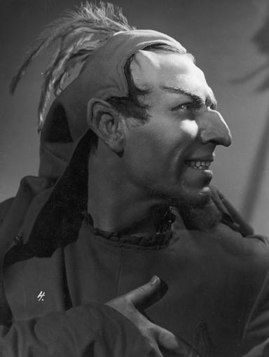 Paweł Prokopieni jako Mefisto w jednej ze scen filmu (1938 r.) // Fot. ze zbiorów Narodowego Archiwum Cyfrowego