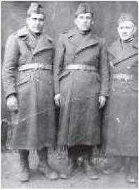 Wasyl Byszka (pośrodku). Krzywy Róg