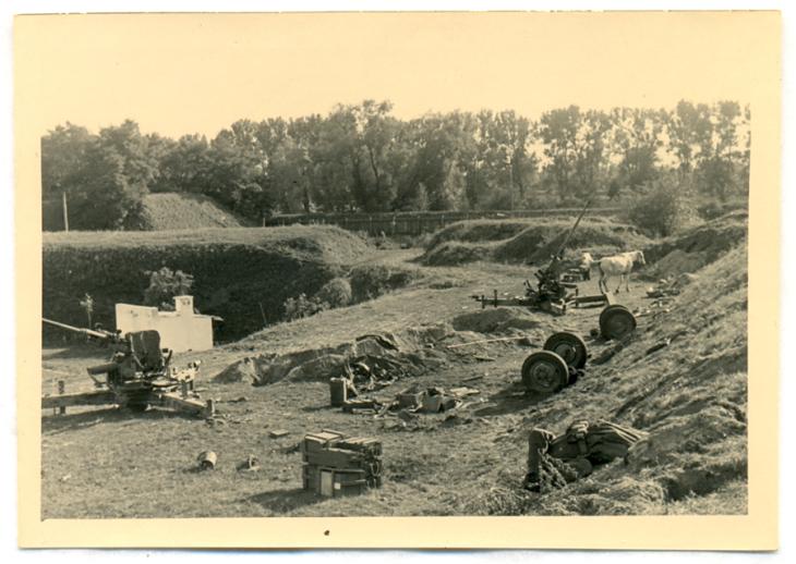 Wojna. Brześć. Początek września 1939 r. Po prawej – zabity polski żołnierz