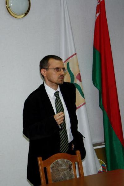 Piotr Cichoracki podczas wykĐ-â--adu w BrzeĐ-â-şciu w 2012 r. (1)