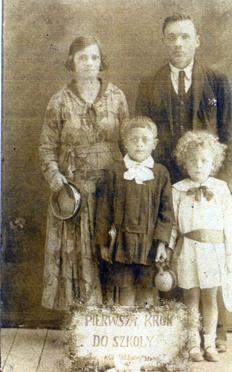 Dziadkowie ze swoimi dziećmi w Klecku