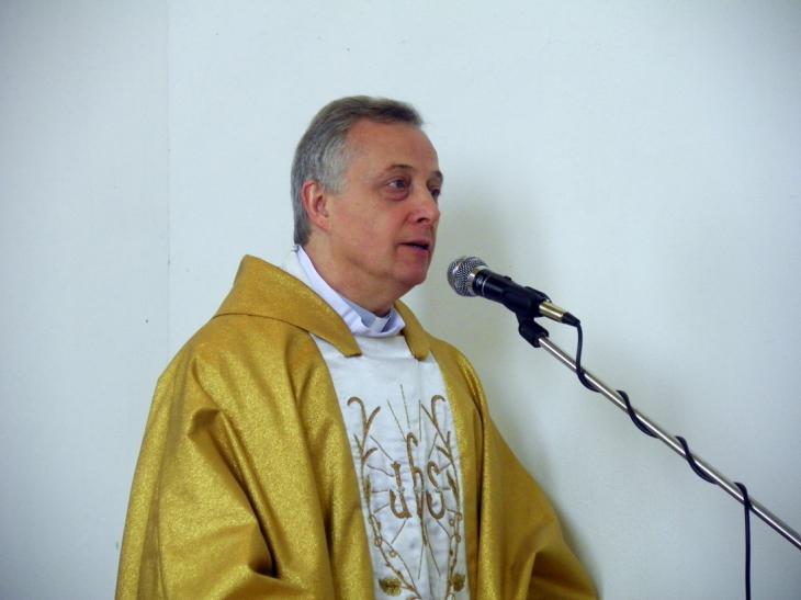 Ksiądz-wizytator Tomasz Mavricz