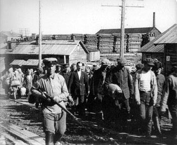 Przybycie więzniów do Sołowieckiego obozu