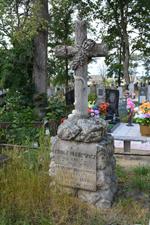 """Symbolizujący nieskonczoność """"okrągły wieniec"""" na pomniku Antoniny i Adolfa Hlebowiczów. Prużany"""
