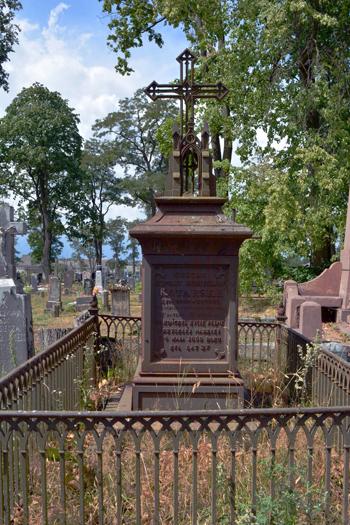 Żeliwny pomnik na grobie G. Kotarskiego. Prużany
