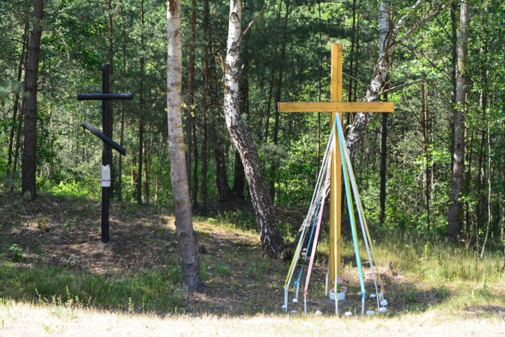 Przydrożne krzyże obok szosy do Prużan