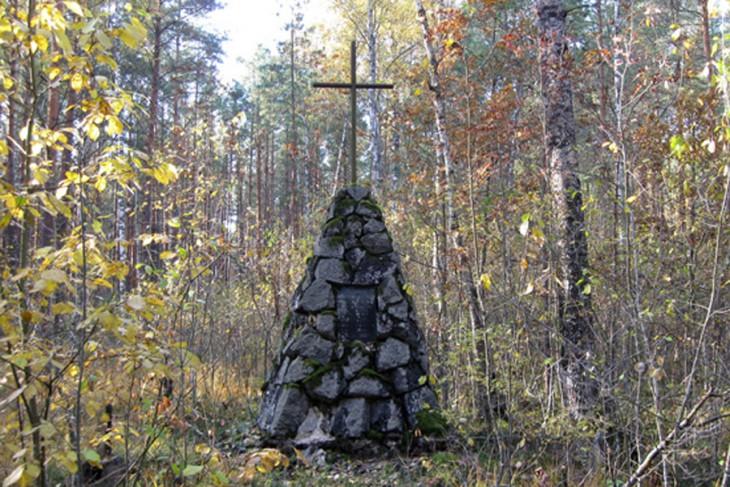 Pomnik na miejscu śmierci płk. Mościckiego (http://www.gants-region.info/)