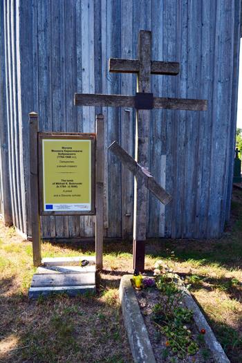 Symboliczny grób M.Bobrowskiego na cmentarzu prawosławnym w Szereszewie
