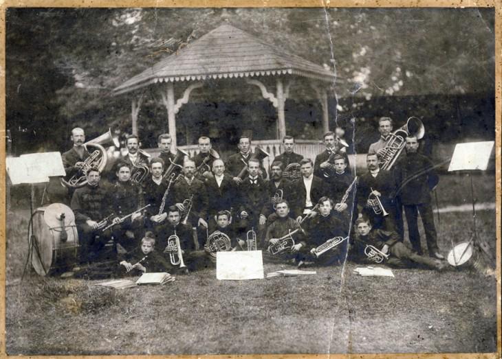 Pocztówka początku XX wieku z archiwum Aleksandra Paszczuka Koncert w Parku Miejskim.