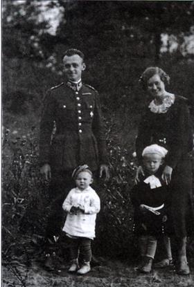Maria i Witold Pileccy z dziećmi