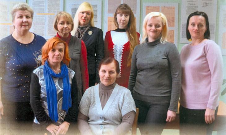 Pani Lidia Romanowicz (w środku na dole) w gronie współpracowników