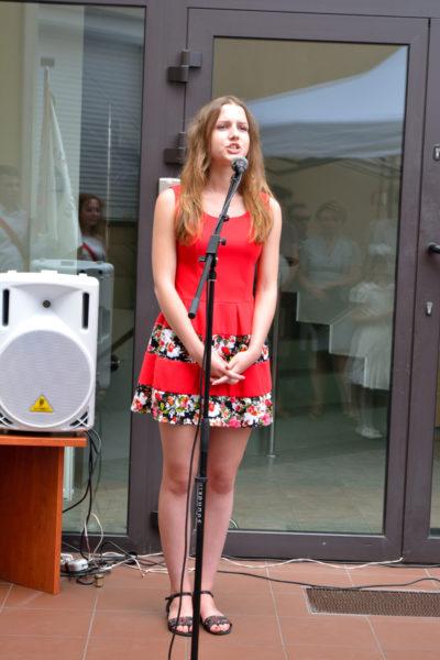 Zwycięzca konkursu recytatorskiego poezji Z.Kabaty - Julia Połchowska