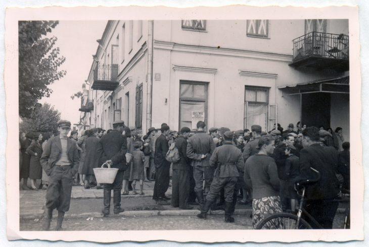 Ulice po zdobyciu miasta przez wojska niemieckie. W centrum – grupa żołnierzy Wehrmachtu. Brześć, 20 września 1939 r.