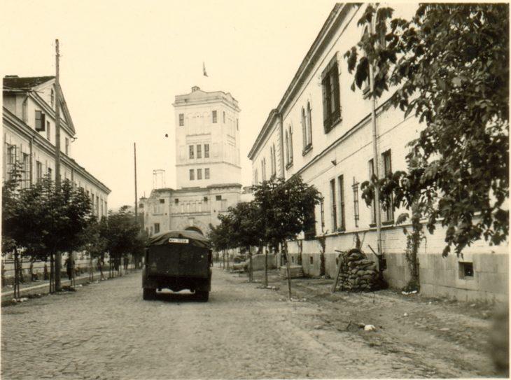 Droga ku Bramie Saperskiej (Terespolskiej) Twierdzy Brześć. Widok z Cytadeli. Wrzesień 1939 r.