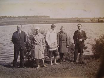 Rodzina hr. Rozwadowskich. Zdjęcie zrobione prawdopodobnie w 1919 r. w Baranowiczach