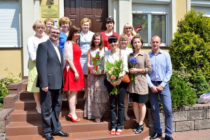 Pani Konsul Anna Domska-Łuczak z nauczycielami PSS i.I.Domeyki podczas zakończenia roku szkolnego